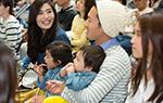 会場には家族リンクを楽しむお客さん多数!